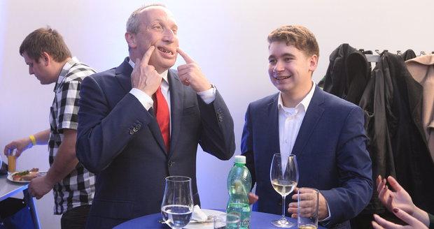 """Klaus ml. si rýpl: Řada poslanců nepracovala, jen """"vysír*li"""" a teď řeší platy"""