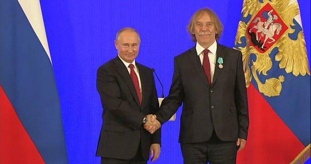Russian President Vladimir Putin awarded a medal to Czech singer Jaromir Nohavich (November 4, 2018)