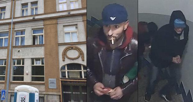 Policisté pátrají po dvojici zlodějů, kteří vykradli byt v žižkovské ulici Cimburkova.