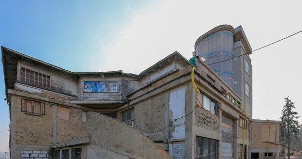 Legendární Barrandovské terasy by se v dalších letech měly opět otevřít veřejnosti.