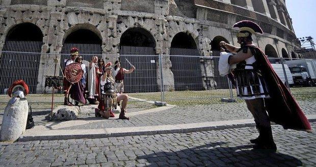 Konec alkoholu i gladiátorů v ulicích. Řím přitvrdil proti turistům