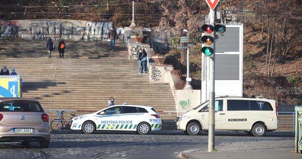 Dva mrtví během jednoho dne: Muži leželi v Praze jen pár set metrů od sebe!