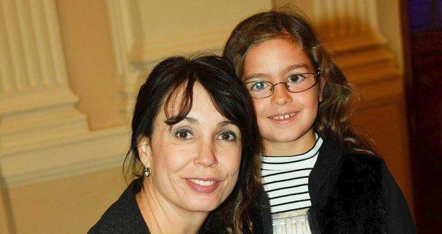 Nela Boudová s adoptovanou dcerkou Alexandrou