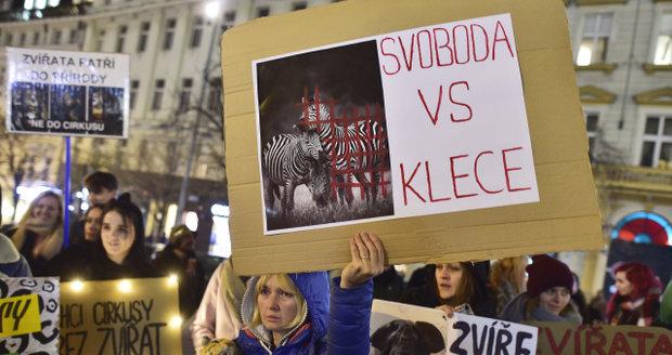 edcf70a99cd Svoboda vs. klece!« V centru Prahy protestovalo 150 lidí proti chovu ...