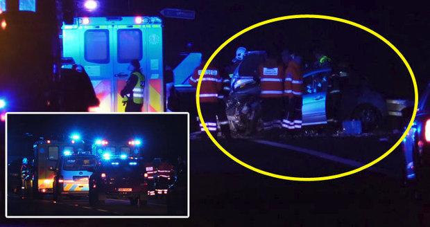 Muž a žena zemřeli na Mladoboleslavsku: Nepřežili tragickou srážku tří aut. Příčinou smrti byl zlomený vaz!