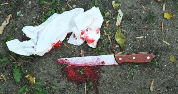 Rumun (39) bodl v Tachově krajana (33) a vážně ho zranil. Ilustrační foto.