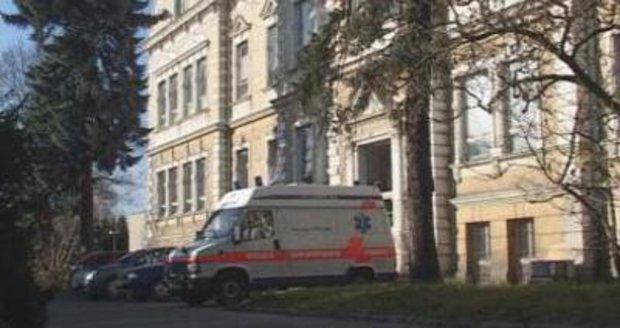 Nemocniční skandál! Přibývá pacientů, kteří ve Frýdlantě po operaci dostali otravu krve. Policie hledá viníka!