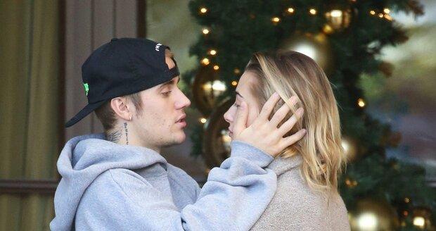 Hailey Baldwin a Justin Bieber spolu vrkali před hotelem