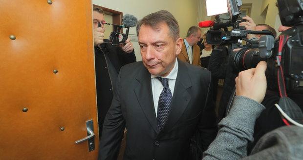 Soud Paroubkových o peníze: Rozzlobený Jiří a žaloby na boháče