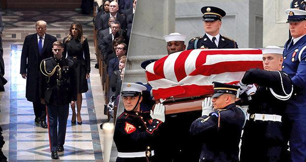 Clinton, Merkelová či princ Charles se loučili s Bushem. Trump vynechal smuteční projev