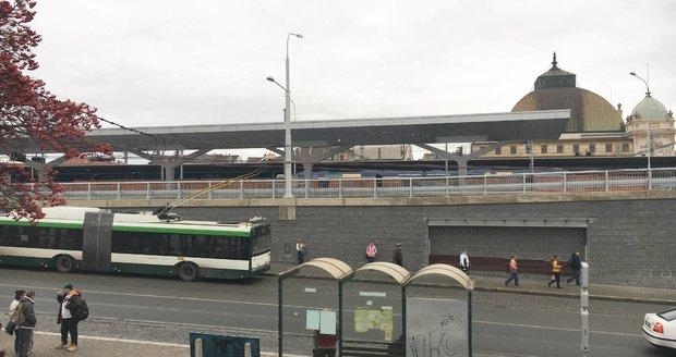 Nový autobusový terminál u hlavního vlakového nádraží v Plzni.
