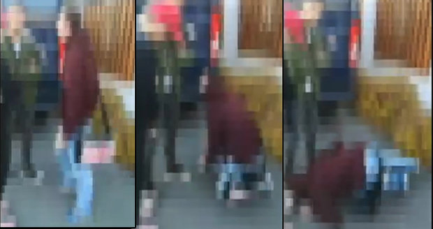 "Policie zveřejnila video drsné šikany: ""Líbej mi nohy!"""