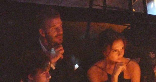 Manželé Beckhamovi se k sobě během večera příliš vřele neměli.