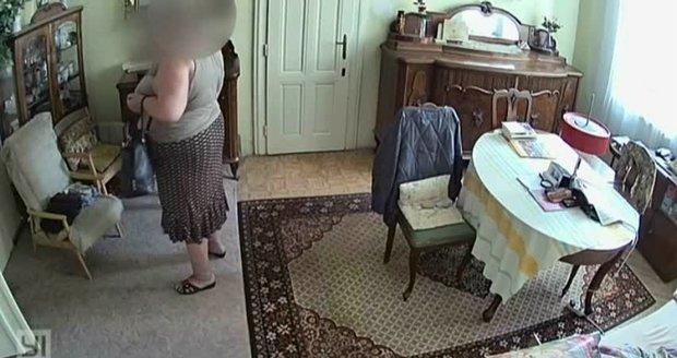 Neuvěřitelné: Podvodník (70) obral babičku (85) o peníze, vydával se za spolužáka jejího vnuka!