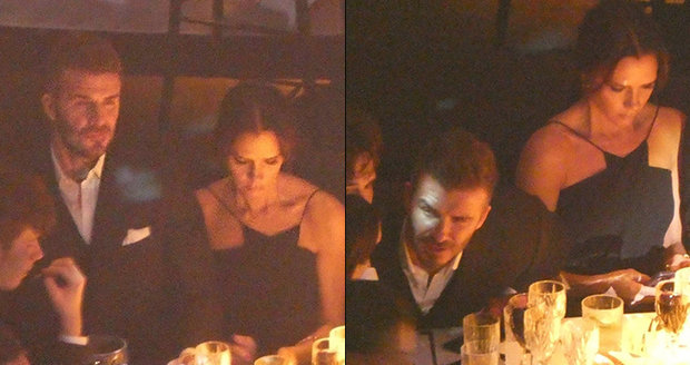 Victoria Beckham seděla vedle svého muže jako ledová královna