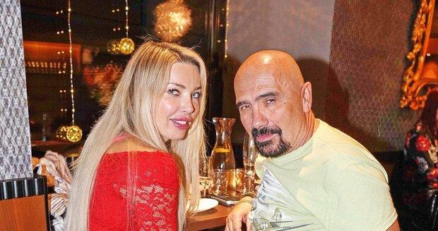 Čestmír Řanda s novou přítelkyní Michaelou