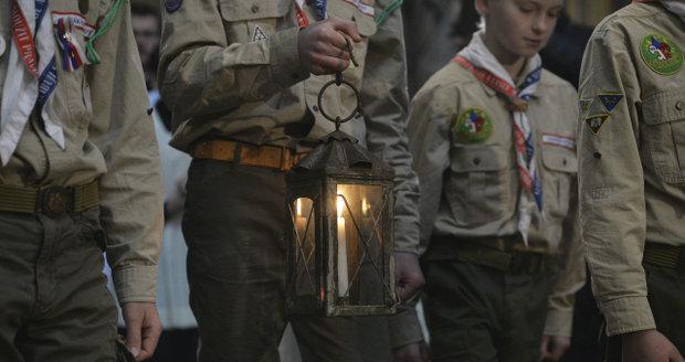 Do chrámu svatého Víta skauti přinesli betlémské světlo.