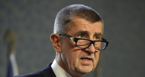 """Babiš se vzdal funkce kvůli """"střetu zájmů"""". Kalousek s Bartošem se novince vysmáli"""