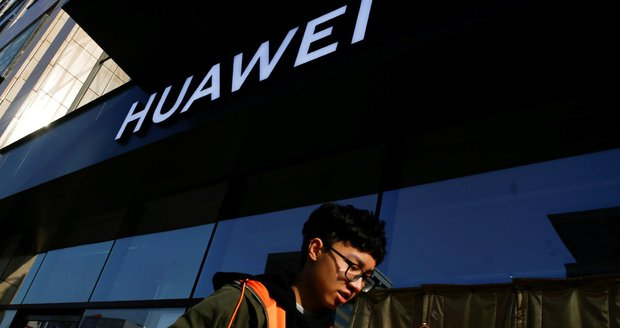 Berňák dal stopku Huawei. Čínského giganta vyloučil z obřího tendru na daňový portál