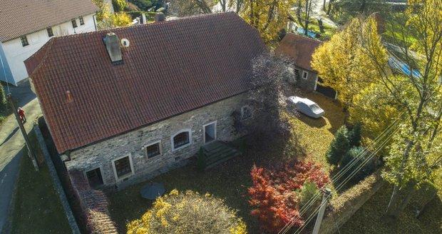 Majitelé dům prodávají za sedmnáct milionů korun.