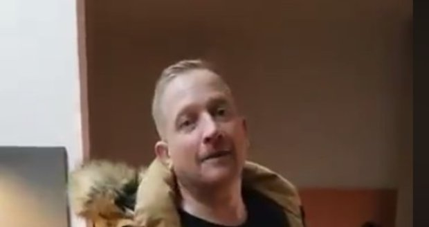 Martin Kocián působil ve videu jako by byl sjetý na drogách.