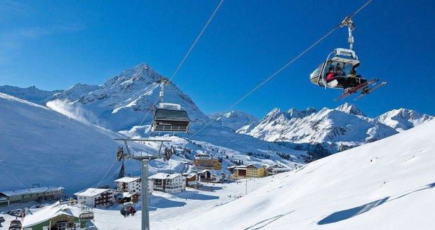 Drama v Tyrolsku: Holčička (7) se zřítila ze sedačky lanovky, utrpěla vážná zranění