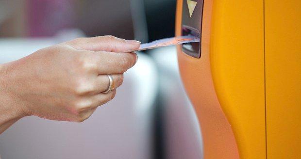 DPH z jízdného se sníží z 15 na 10 %.