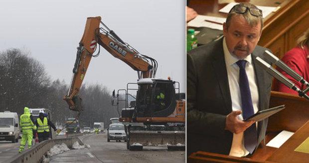 V Česku letos přibyly čtyři kilometry dálnic. Šnečí tempo Ťok hází na Kalouska