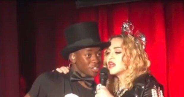 """Madonna v newyorském gay klubu předvedla """"vylepšené"""" pozadí"""