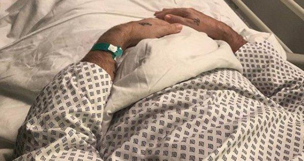Honza Musil leží v nemocnici.