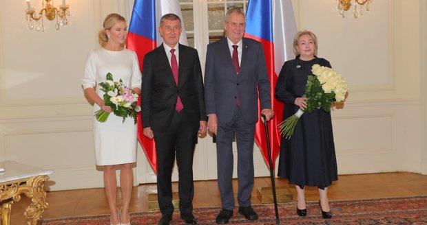 Černého Petra letos pomyslně drží premiér Babiš – nepadnoucím oblekem počínaje, příliš velkým pugétem pro první dámu konče.