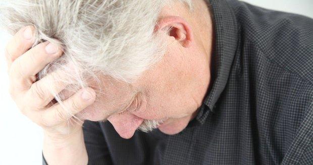 Seniora v jeho domě okradl podvodník. Ilustrační foto