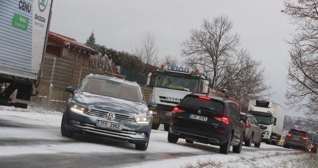 Silnice na jihu Čech jsou namrzlé (ilustrační foto)