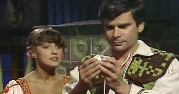 Petr Štěpánek a Zlata Adamovská v pohádce O stříbrném a zlatém vajíčku. Právě při natáčení v roce 1981 se potkali poprvé, tehdy mezi nimi ale jiskra nepřelétla.