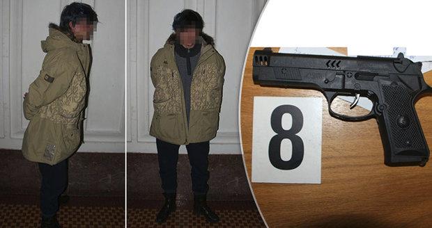 Drama na Žižkově: V obchodě se schovával zloděj (25). Znásilnil prodavačku