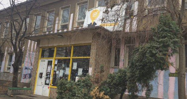 Autonomní centrum Klinika zřejmě ve čtvrtek vystěhují.