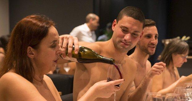 Nudistická restaurace restaurace O'Naturel  v Paříži