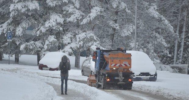Sníh zavřel Čechům hranice. Přes Boží Dar neprojedou, do Rakouska stáli
