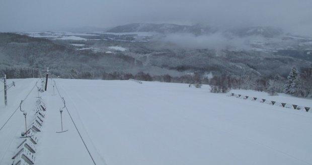 Benjamin přinesl do hor téměř půl metru sněhu za dva dny. Sněžit bude do pátku
