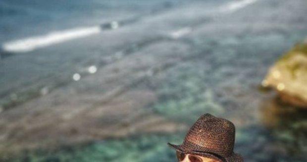 Vysekaná Dara Rolins na dovolené na Bali