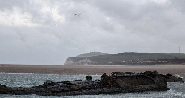 Vrak německé ponorky na francouzském pobřeží u Wissantu poblíž Calais