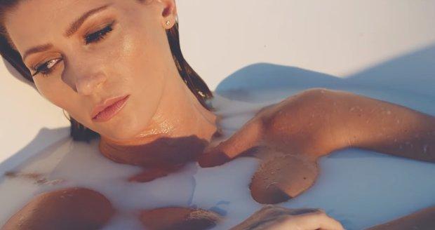 Tererza Kerndlová ve videoklipu Presumpce neviny