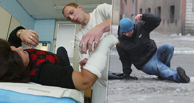 Na severu Moravy ošetřili záchranáři na 40 úrazů způsobených sněhem a ledovkou. Ilustrační foto
