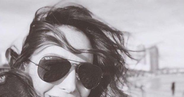 Veronika Arichteva s rovnými zuby
