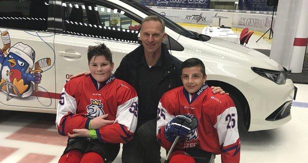 Malí velcí bojovníci: Filipovi (13) uřízli nohy, Alexovi (15) vzala nohu rakovina, oba teď válí para hokej