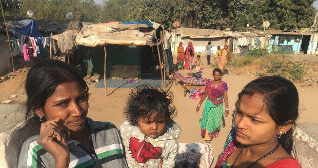 Boháči se sešli u slumů: Babiš na setkání elity a ostrý kontrast s chudými dětmi