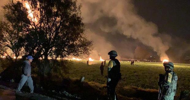 Kradli benzin z potrubí. 85 lidí zemřelo po explozi v Mexiku, zraněné je i dítě