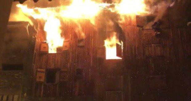 Požár v oblíbeném horském letovisku: Dva mrtví v ubytovacím zařízení