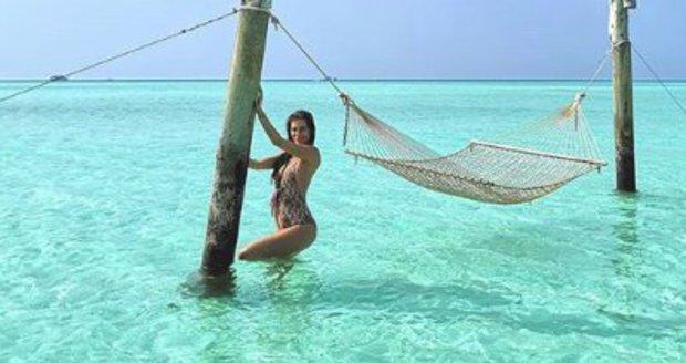Moderátorka Jasmina Alagič si užívá počátky těhotenství na Maledivách.