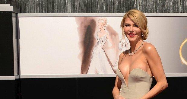 Brandi Glanville, 2013, přiznala, že jí šaty byly příliš těsné
